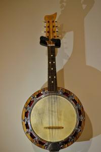 01 - Queen's Visit Banjo 1954